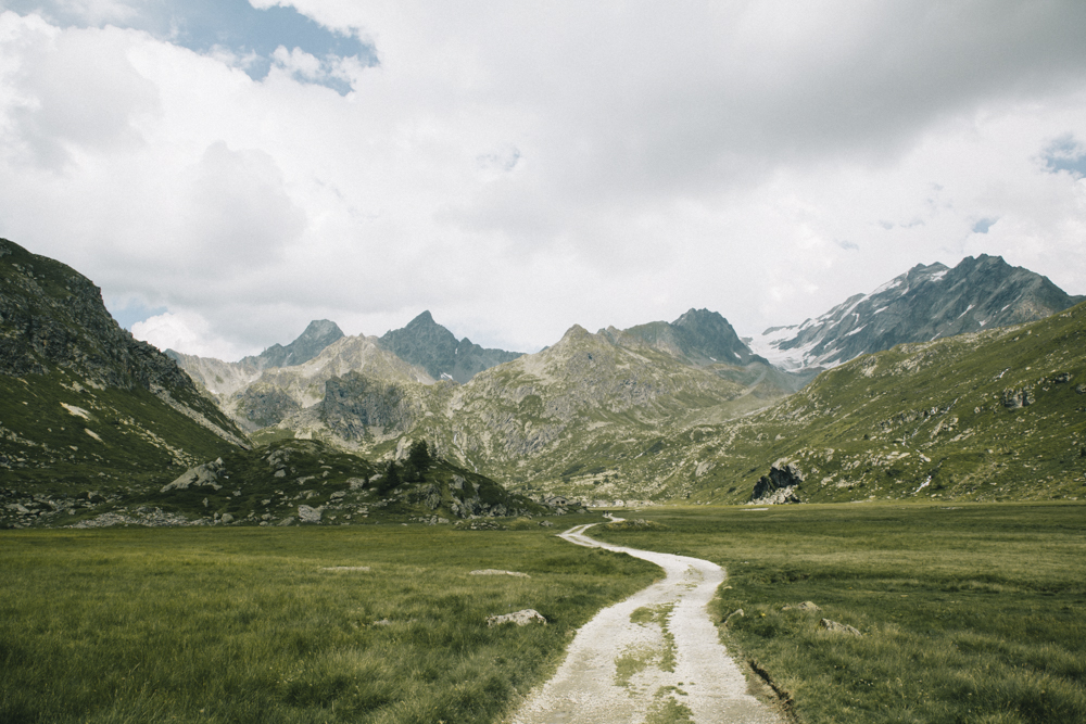 Le sentier de randonnée qui mène au Refuge du Ruitor