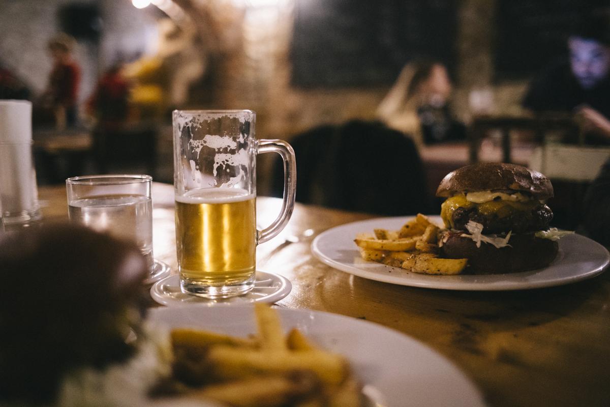 Melnik Bohème Restaurant hamburger