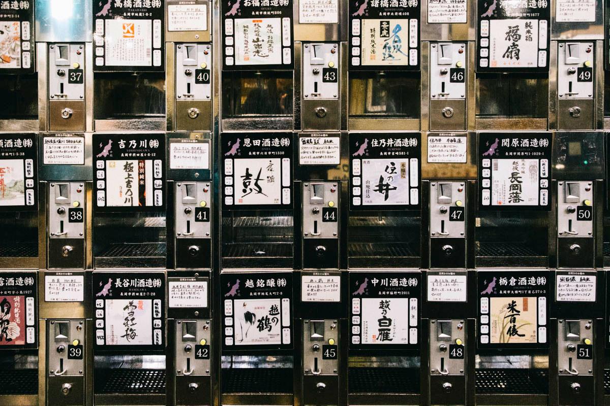 Ponshu-kan vending machine sake niigata jr station japon