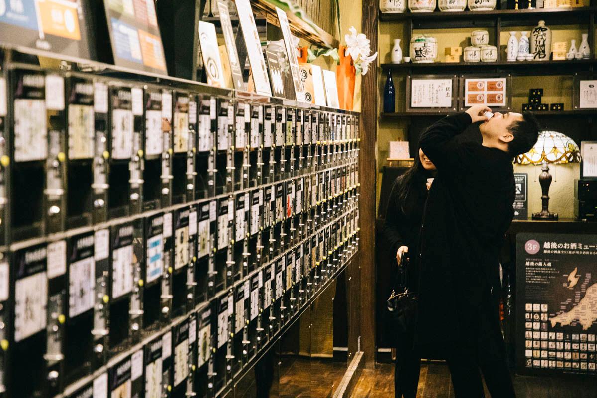 jr station Niigata Ponshu-kan vending machine sake