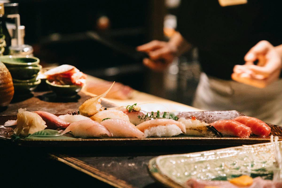 Sushi dans un restaurant de Niigata japon food tour