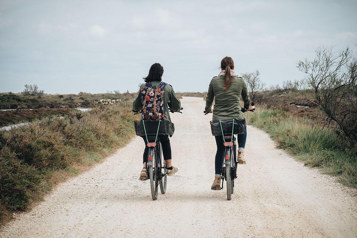 Vélo électrique sur la Digue à la mer en Camargue