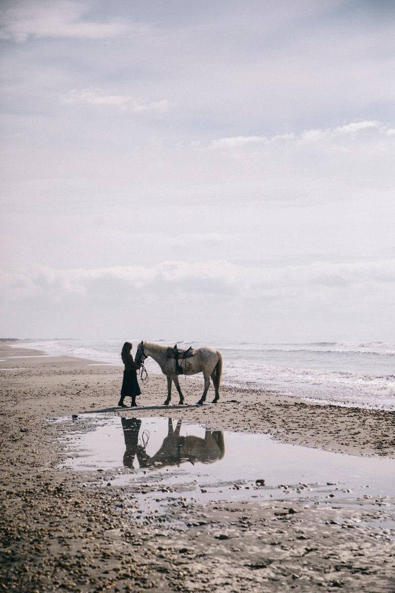Balade à cheval sur la plage en week-end en Camargue