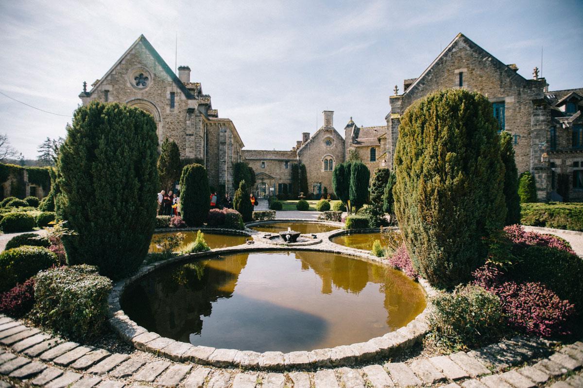 Entrée de l'Abbaye de Vaux de Cerney