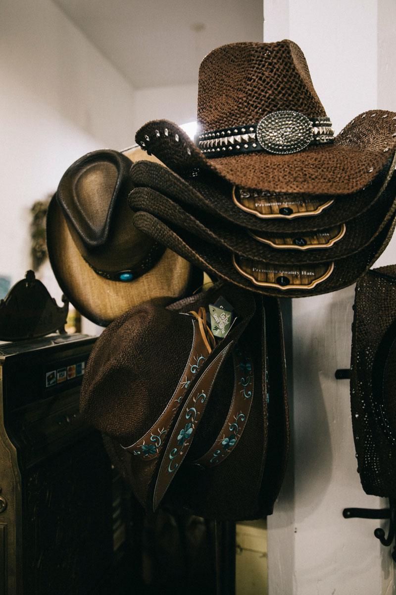 chapeau de cowboy Café Condon