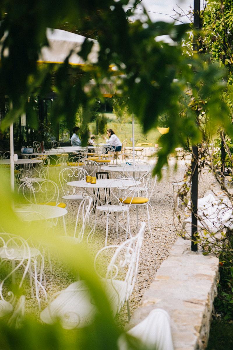 la terrasse ensoleillée , barn hôtel Rambouillet