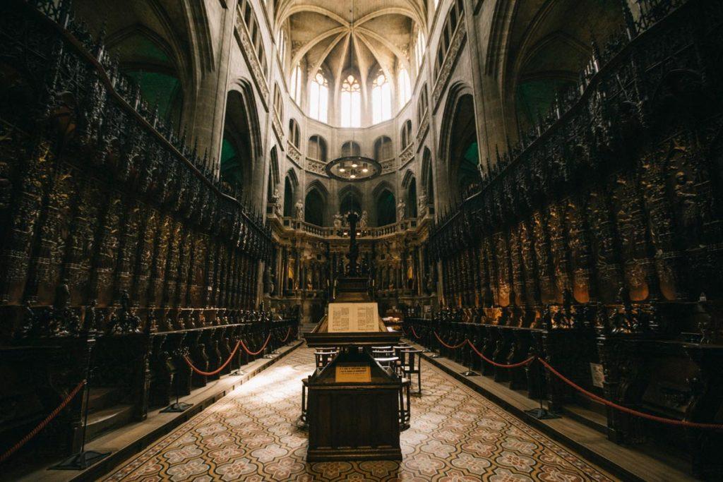 le coeur sculpté en bois de chêne de la cathédrale d'Auch