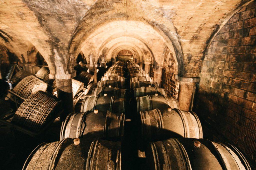 visiter les caves du Château de Montluc