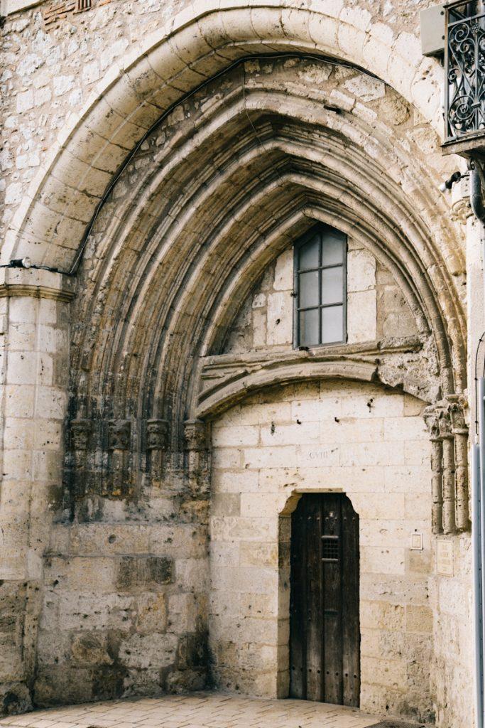 la porte du couvent carmelite de lectoure