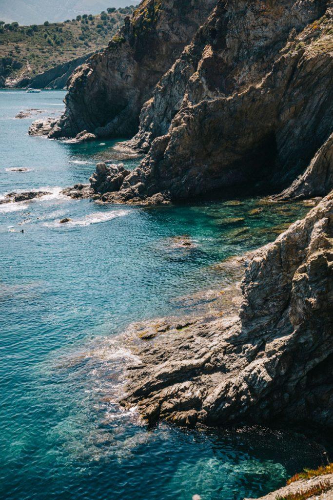 L'eau bleu turquoise de la côte de vermeille
