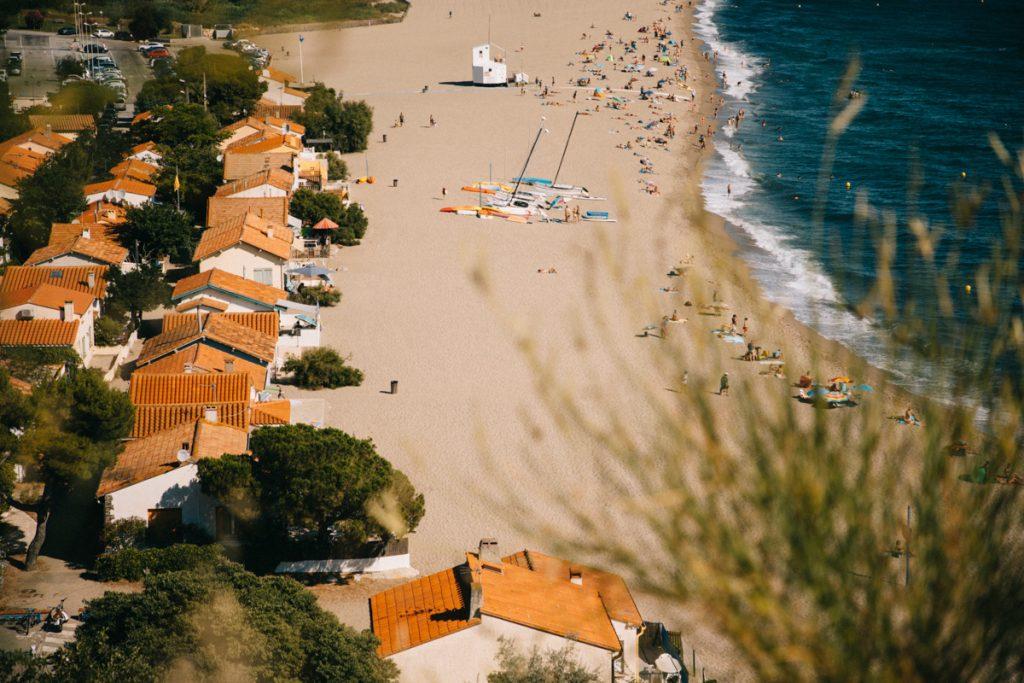 Panorama sur la plage du Racou