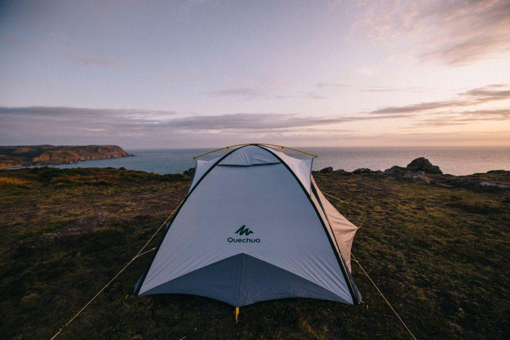 Coucher de soleil sur le tente en Normandie