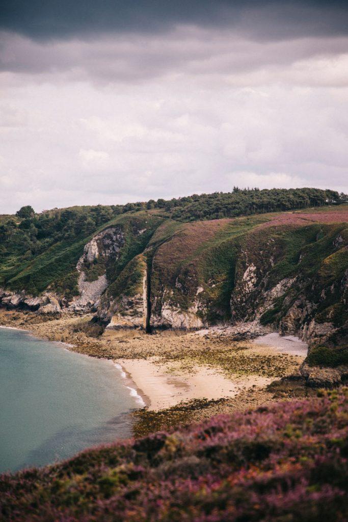 les falaises sur le sentier du cap Fhérel