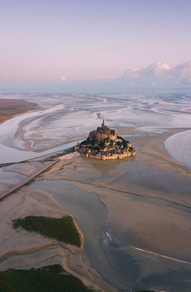 Le Mont-Saint-michel au lever du soleil