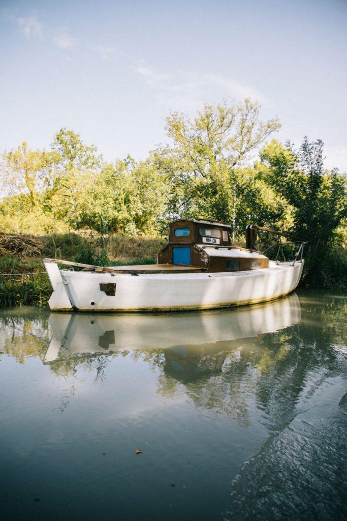 Le canal du midi et ses bateaux vers Béziers