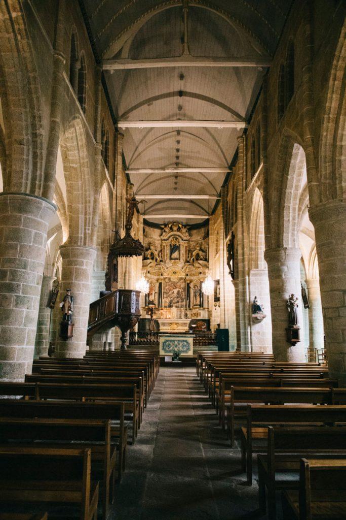 l'intérieur de l'église de Brélévenez