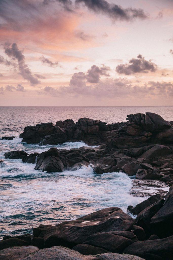lever de soleil sur la Côte de Granit Rose