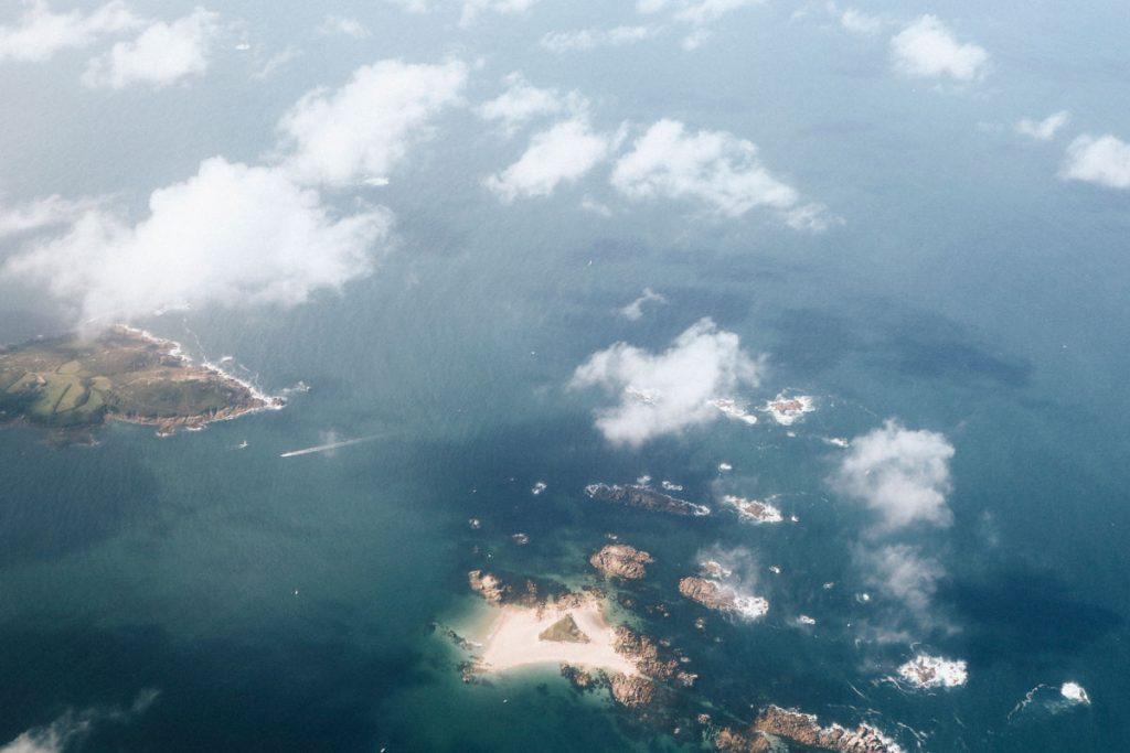 vue sur la côte de Granit Rose depuis l'avion