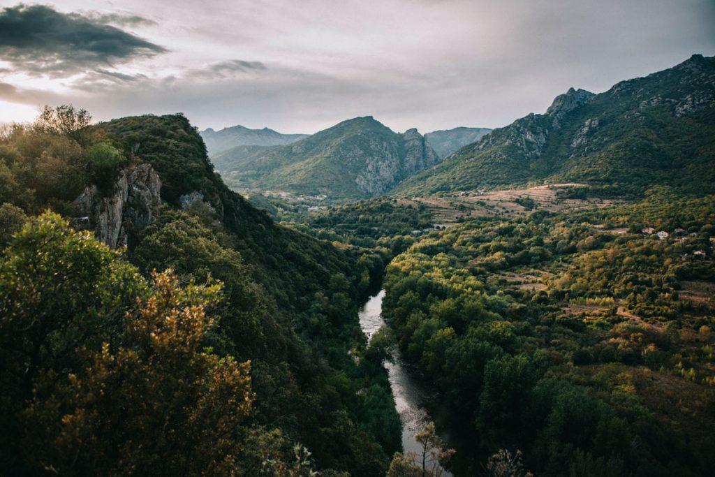 coucher de soleil sur le massif du caroiux et le parc naturel régional du Haut-Languedoc