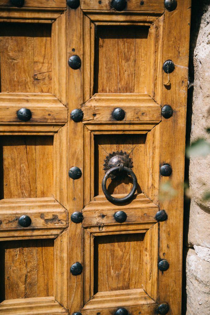 la porte du château de Dio
