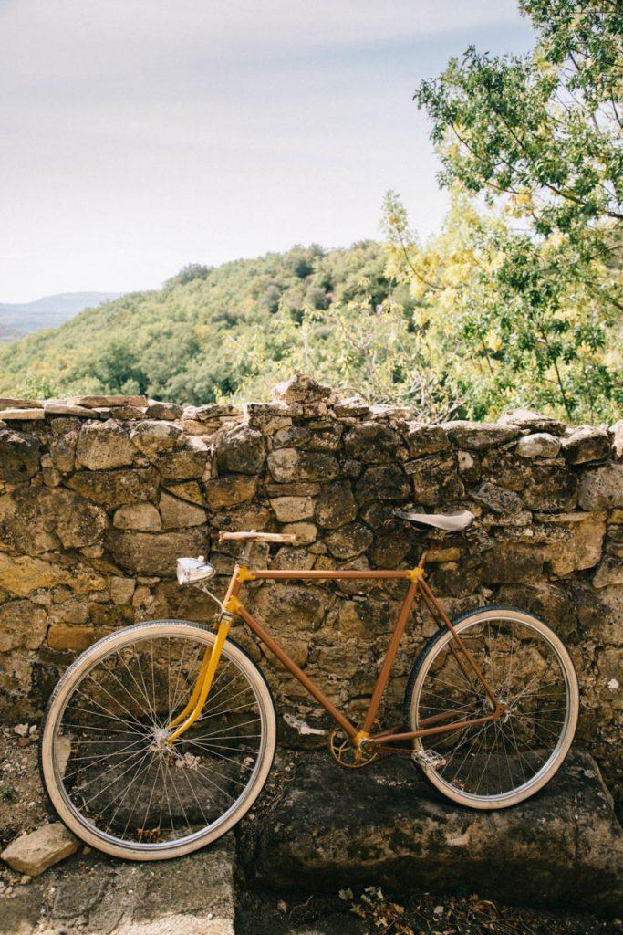 un velo vintage dans le village de Dio
