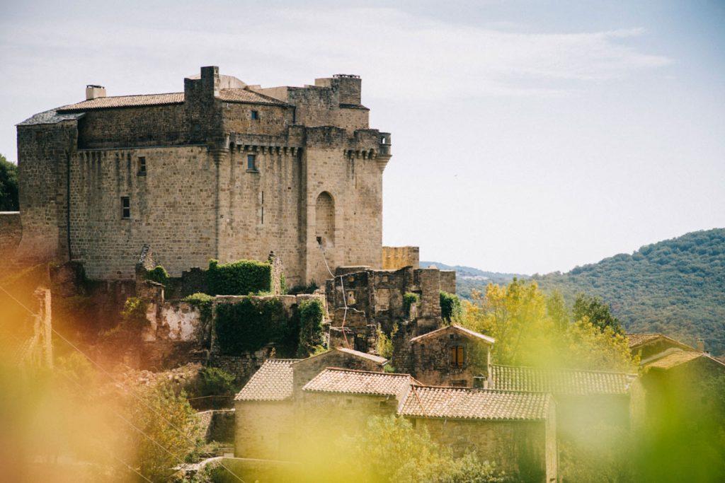 le château de Dio vu de la route du mont