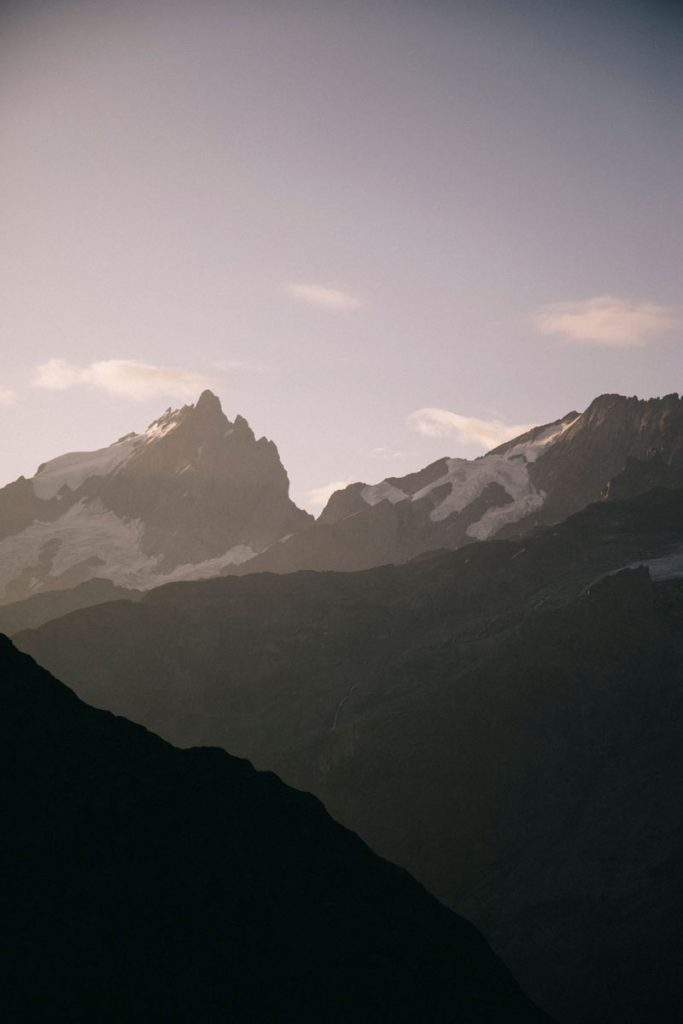 lever de soleil sur le glacier de la Meije