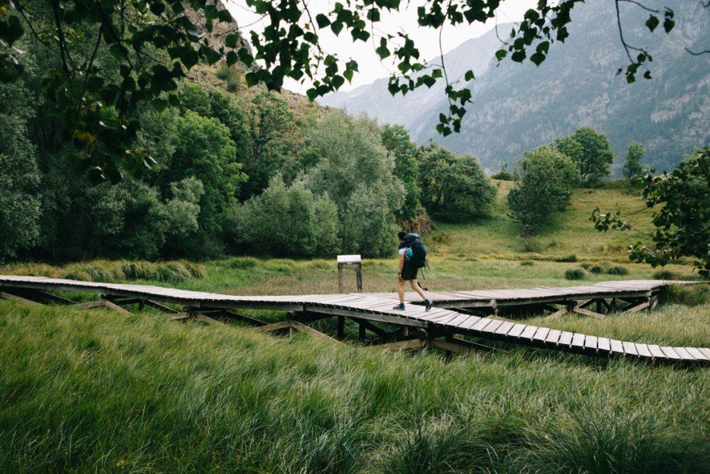 passerelle sur le lac Lovitel