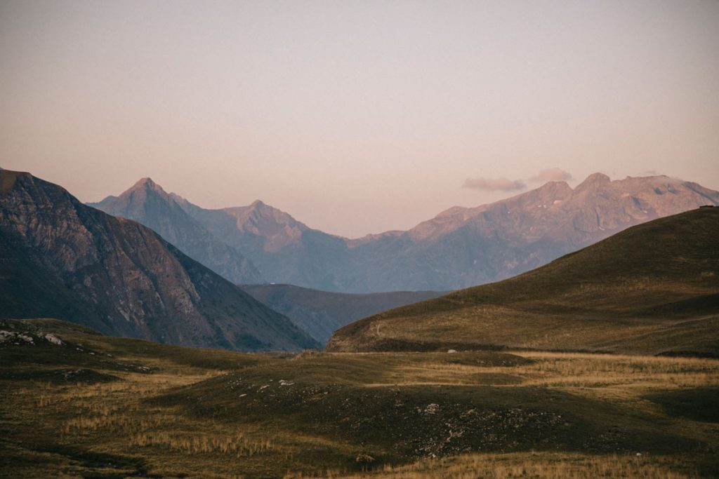 lever de soleil sur les alpages du plateau d'Emparis