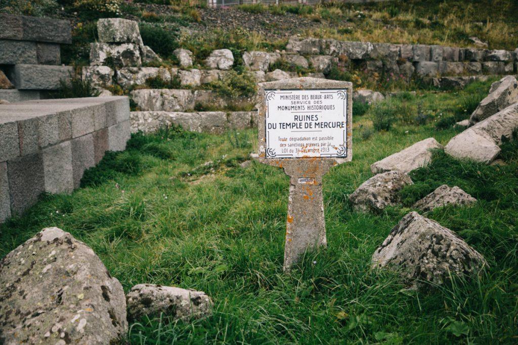 les ruines du temple de Mercure au sommet du puy de Dôme