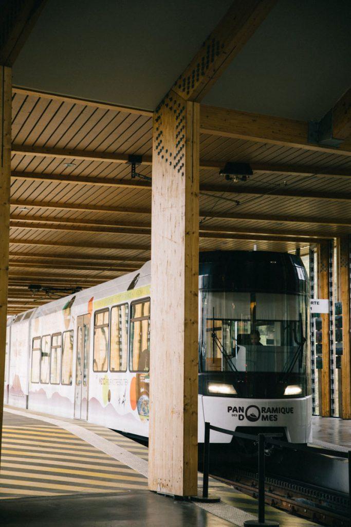 la gare de la maison du site avec le train à crémaillère