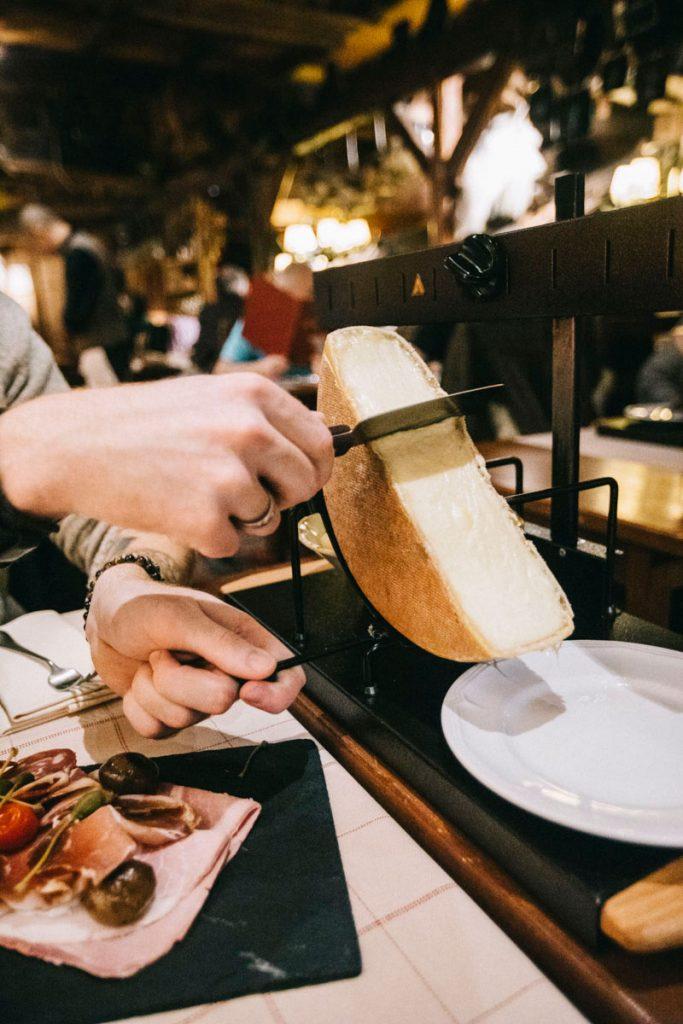 où manger la meilleure raclette de chamonix : à la calèche