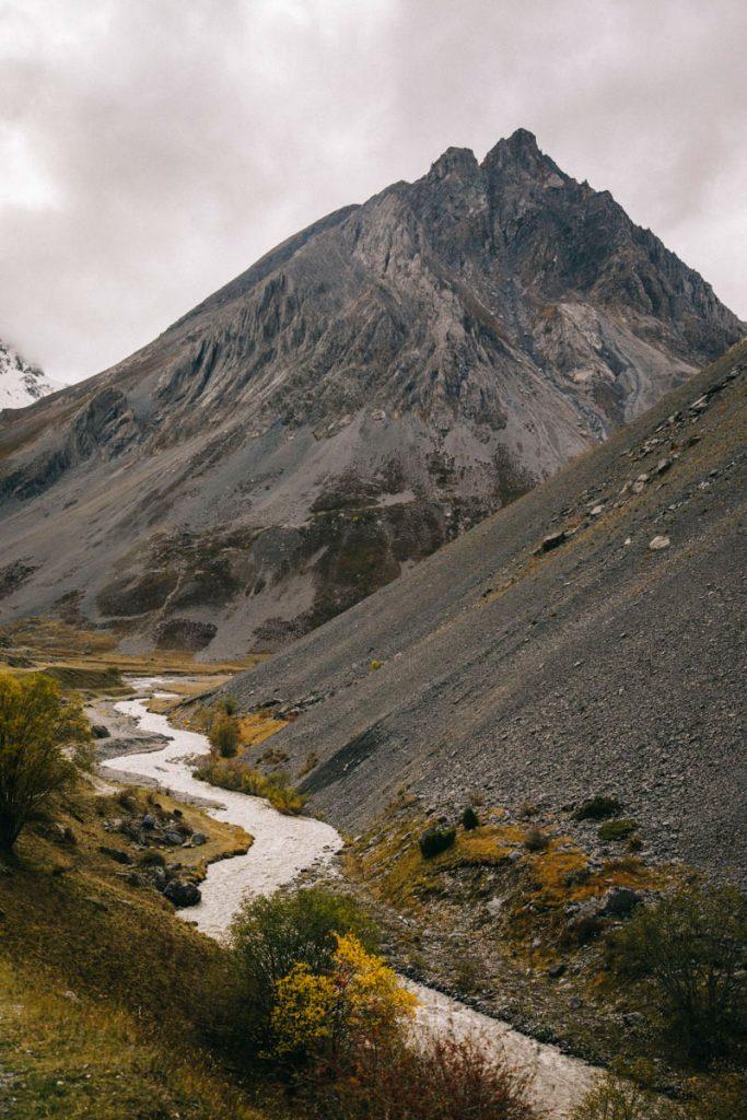 les montagnes volcanique autour du plan Lachat