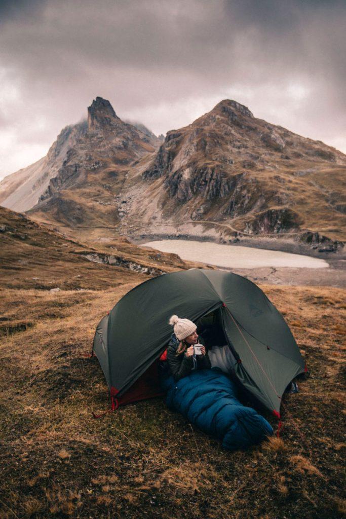 pause thé dans la tente