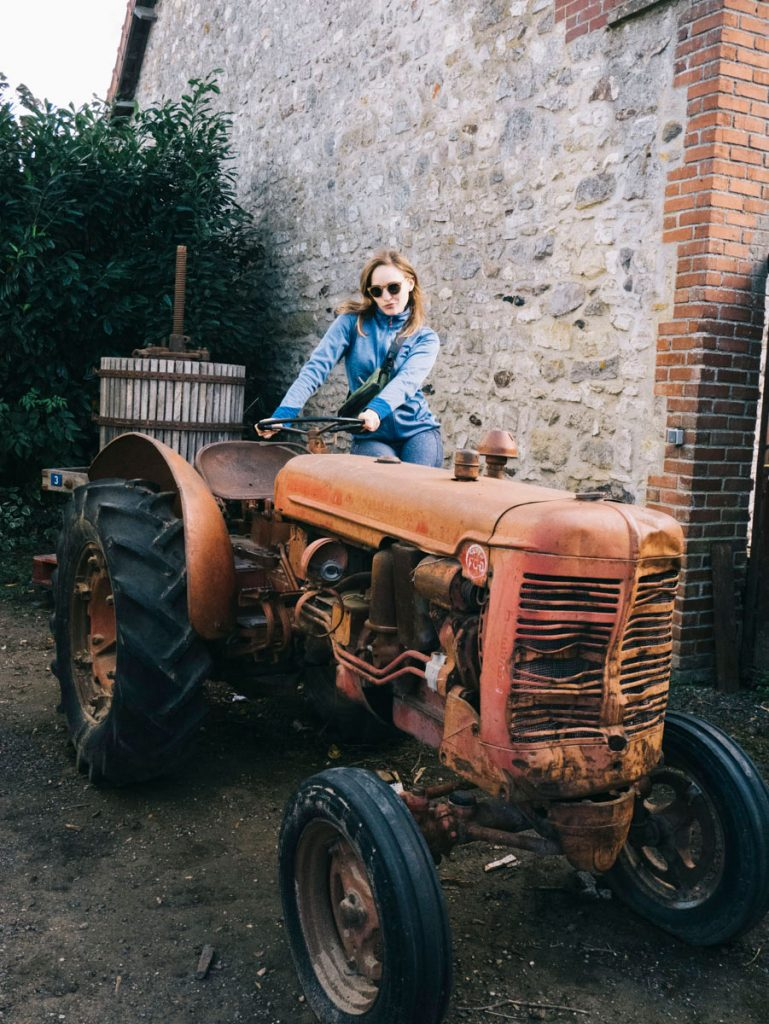 marelune sur son Tracteur pour aller plus vite