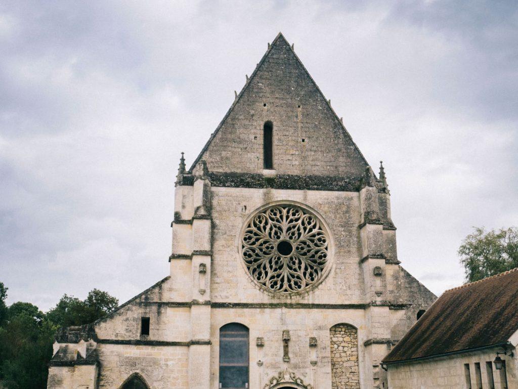 l'abbaye de lieu restauré et l'arrivée