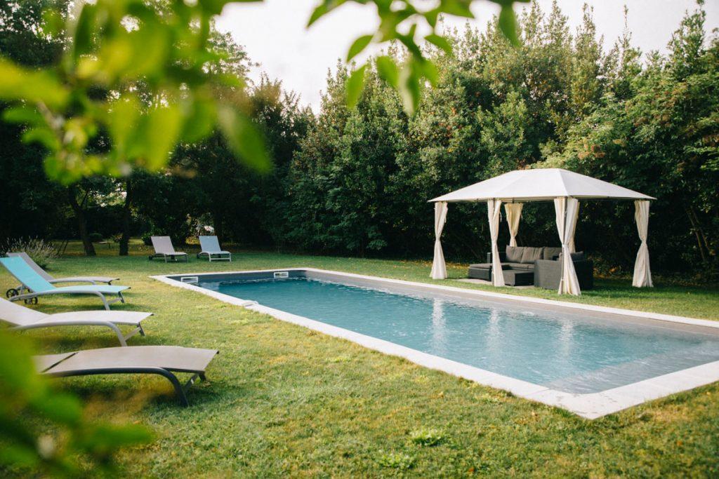 la piscine de la chambre d'hôte au coeur des éléments