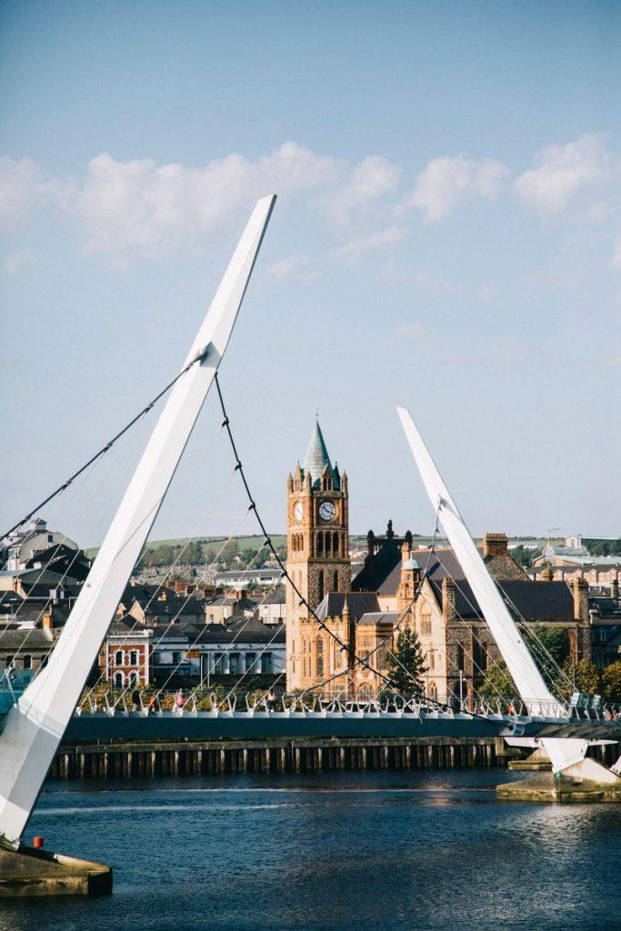 le pont de la paix de la ville de Derry