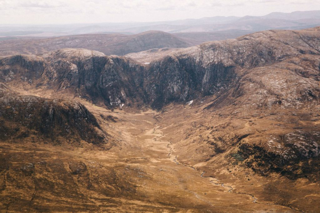 la vallée empoisonnée depuis le sommet du mont Errigal