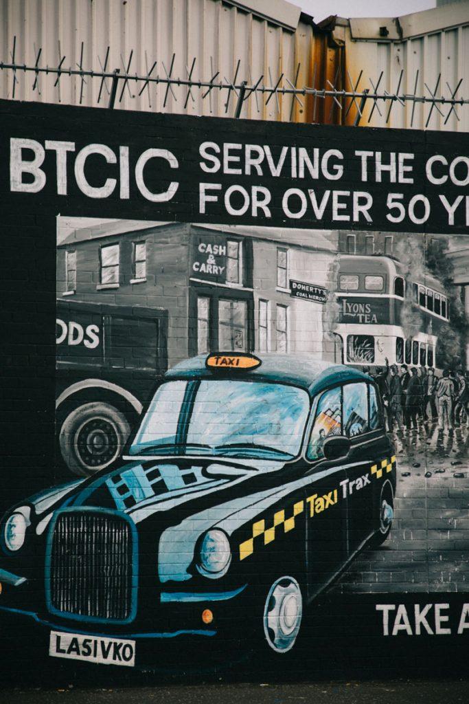 street art sur le mur de la paix à Belfast