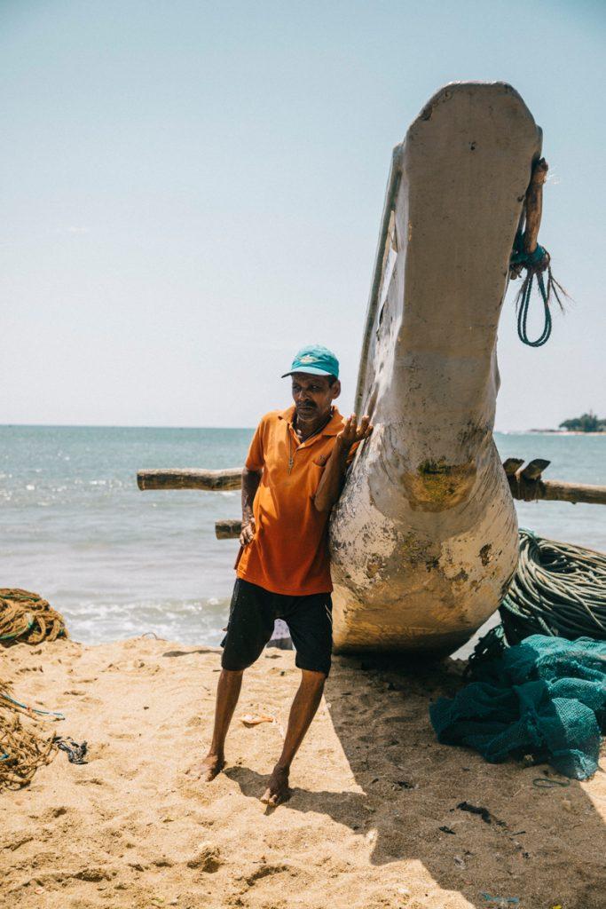 les pêcheurs dans le port de Galle