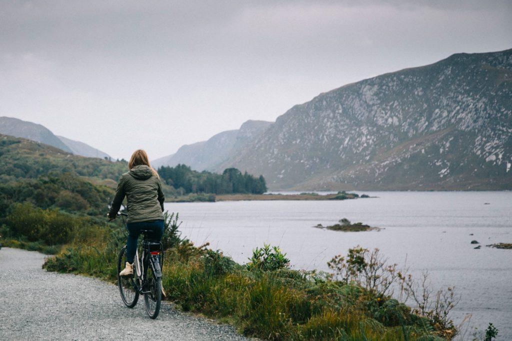 Faire du vélo électrique dans le parc de Glenveagh