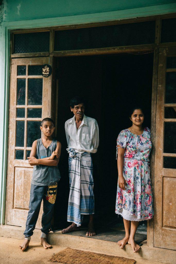 une famille sr lankaise dans les montagnes