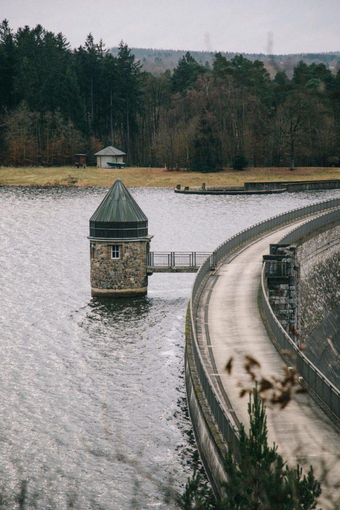 départ de la randonné de Struffelt depuis le barrage
