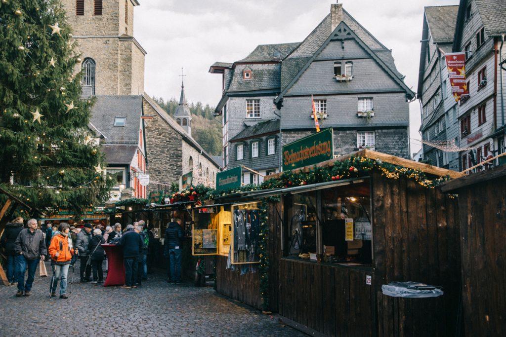 visiter le marché de Noël lors d'un week-end à Montjoie