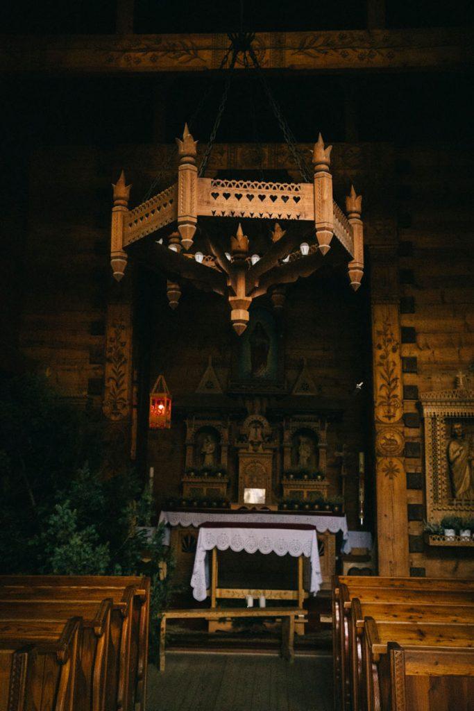 l'intérieur des églises en bois