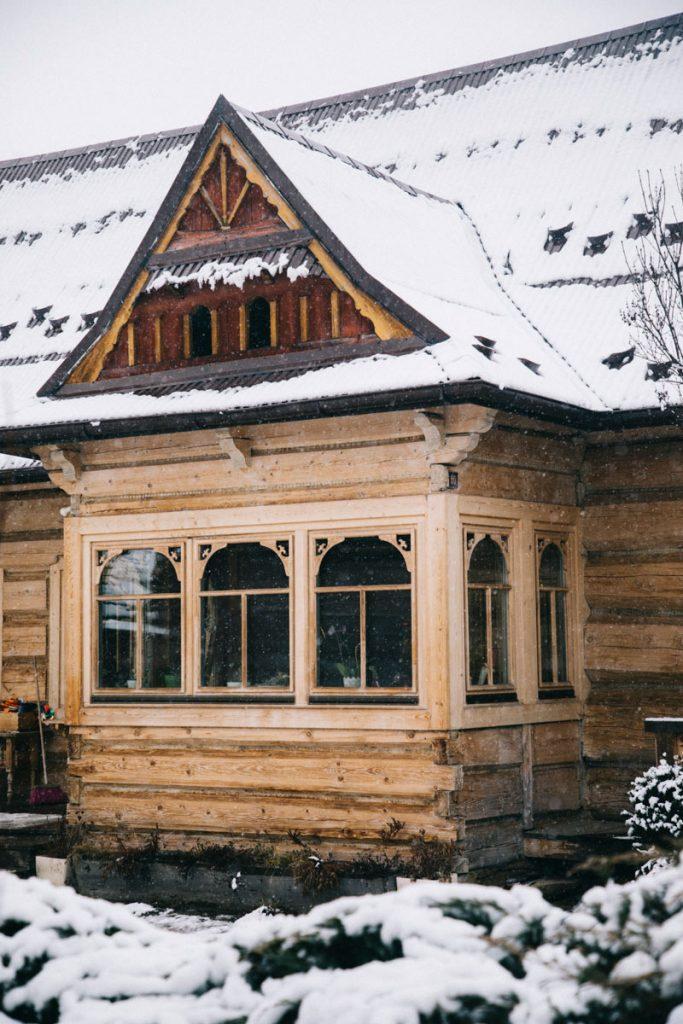 les maison en bois traditionnelle des Tatras dans le village de chocholow