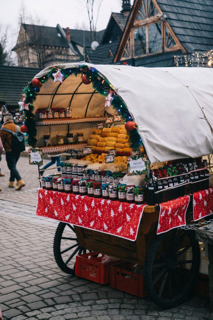 Roulotte où l'on peut acheter du fromage traditionnel de Zakopane