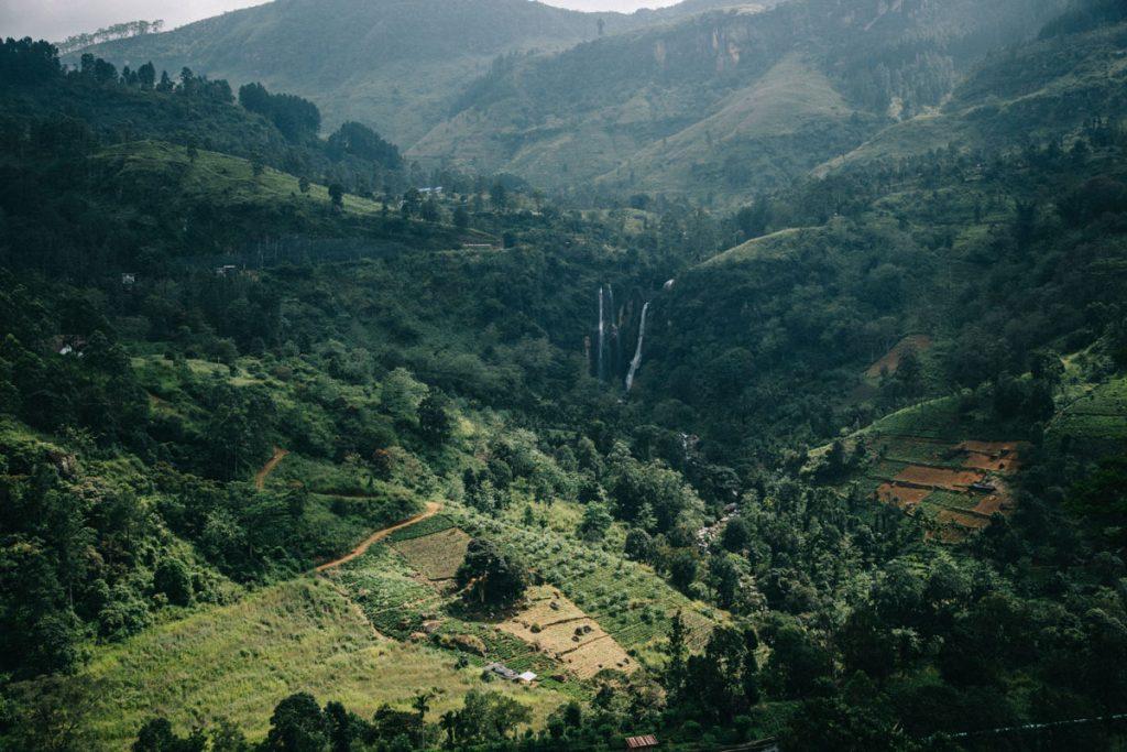 les paysages magnifique du sri lanka vers la cascade de Ramboda