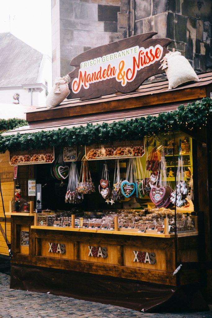 stand de pains 'épice sur le marché de Noël d'Aix-la-Chapelle